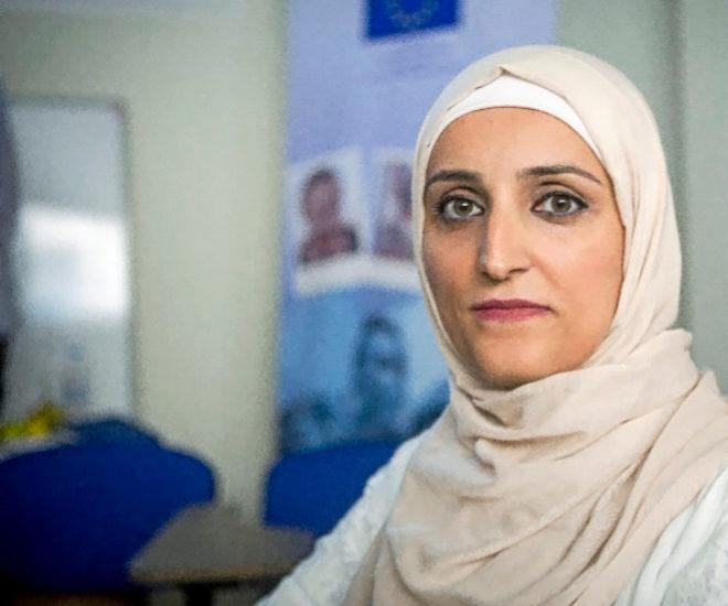 Rula, 33 años. «Cuando estaba casada tenía miedo a cualquier contacto; era rehén de la violencia y los celos de mi marido. Ahora me siento libre y ayudo desde Esmirna a otras mujeres llegadas de Siria».