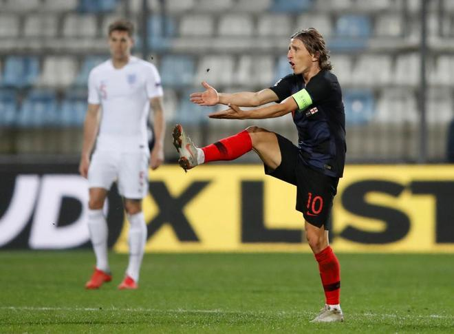 Luka Modric se lamenta durante el partido entre Croacia e Inglaterra.
