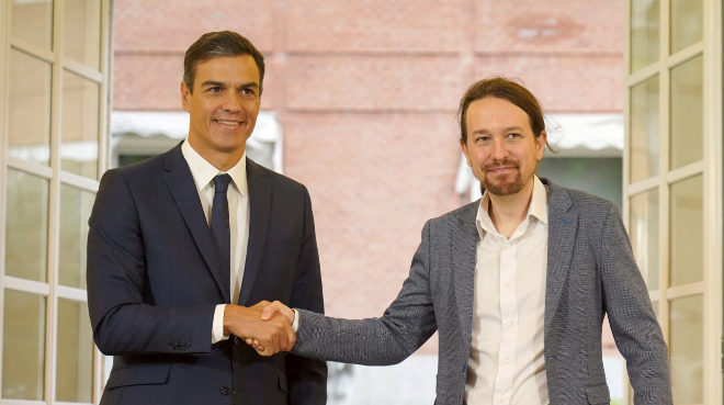 El presidente del Gobierno, Pedro Sanchez, junto a Pablo Iglesias.