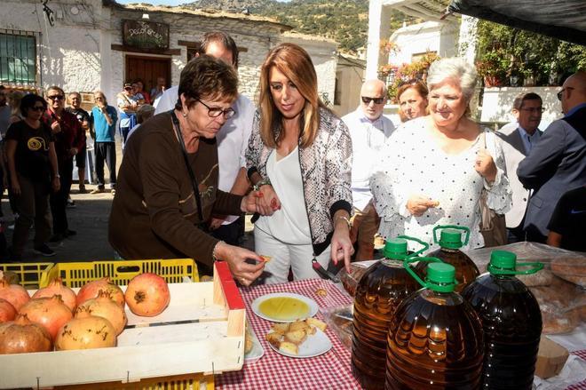 Susana Díaz visita en Pampaneira la Feria de artesanía, turismo y agricultura ecológica de la Alpujarra.