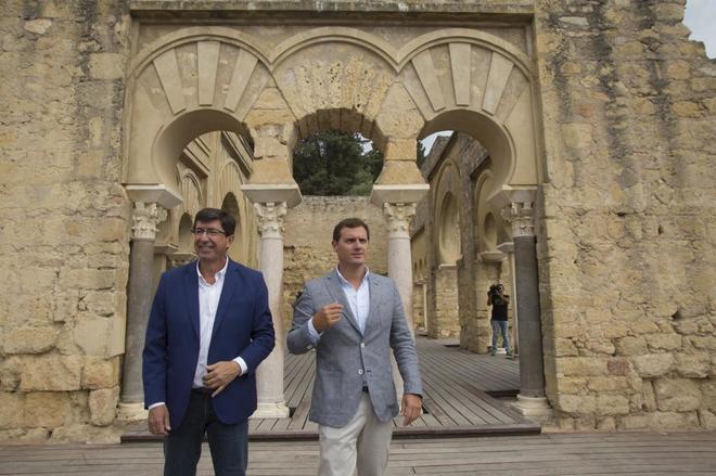 Juan Marín, candidato de Ciudanos en Andalucía, junto a Albert...