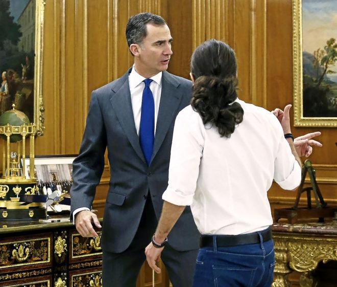 El Rey Felipe VI y Pablo Iglesias, juntos por primera vez en Zarzuela...