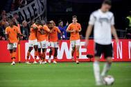Los jugadores holandeses celebran el segundo tanto de Depay ante Alemania.