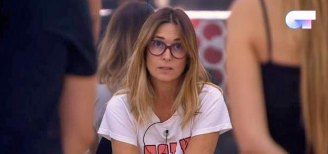 "Noemí Galera comunica a Miki y María que tendrán que cantar ""mariconez""."
