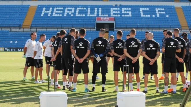 Concentración de los jugadores del Hércules antes de viajar a Valencia.