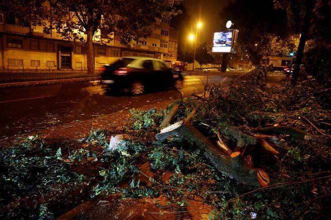 La tormenta tropical Leslie deja 27 heridos y miles de personas sin luz a su paso por Portugal