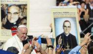 El papa Francisco, tras oficiar la misa de canonización de Pablo VI y monseñor Romero este domingo en el Vaticano.