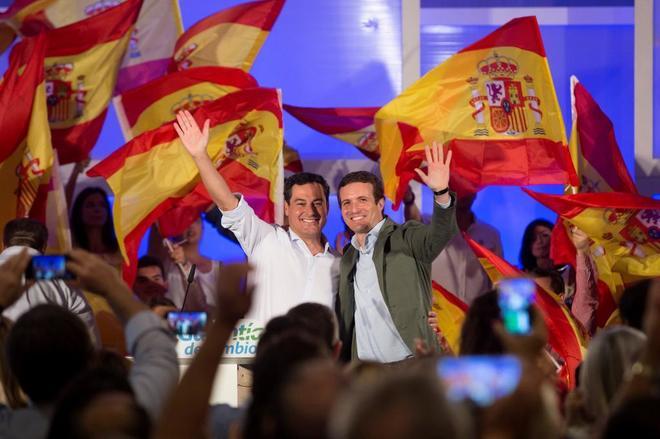 Pablo Casado y el candidato del PP en Andalucía, Juanma Moreno, en un acto, ayer, en Málaga.