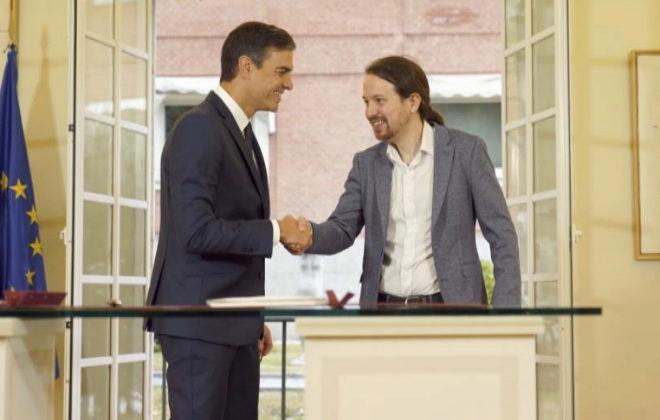 Pedro Sánchez y Pablo Iglesias, tras la firma del acuerdo presupuestario.
