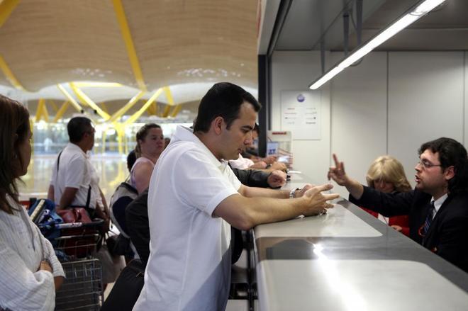 Una oficina de atención al cliente en el aeropuerto Adolfo Suárez Madrid Barajas.