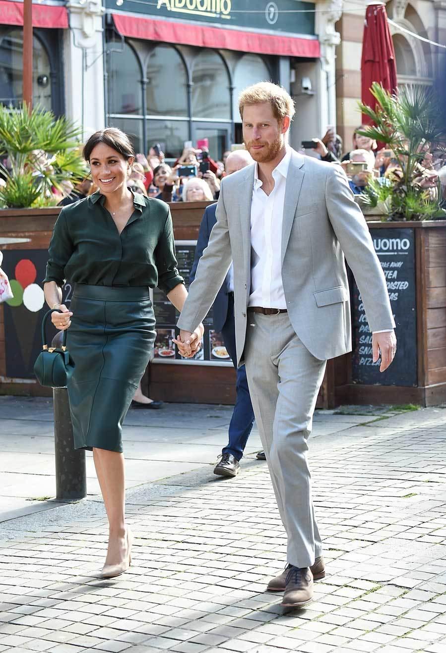 Meghan eligió para visitar Sussex el pasado 3 de octubre una falda de...