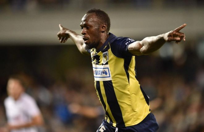Usain Bolt, con la camiseta de Central Coast Mariners.