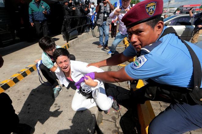 Nueva noche de violencia y represión en Nicaragua   Internacional