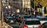 Atasco de tráfico en una céntrica calle de Bruselas.