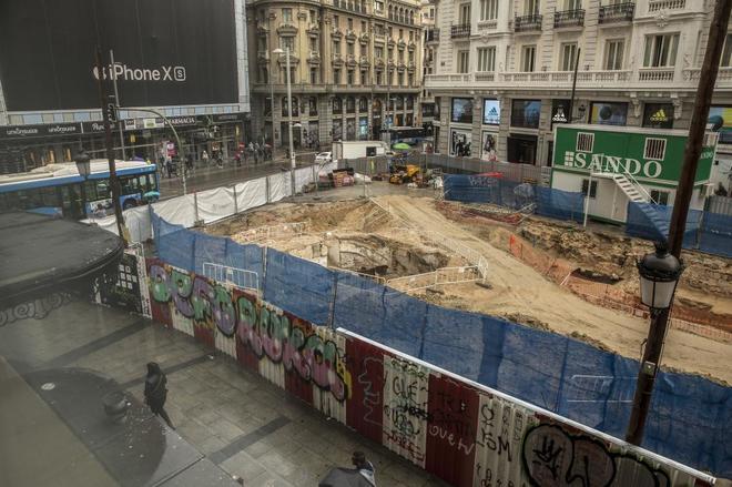 Excavación en la calle Montera para la realización de la ampliación de la estación de Gran Vía.