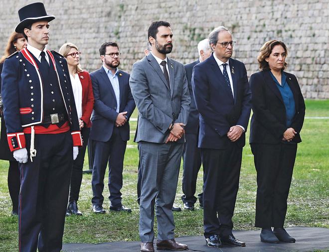 El presidente del Parlamente, Roger Torrent; el presidente de la Generalitat, Quim Torra, y la alcaldesa de Barcelona, Ada Colau