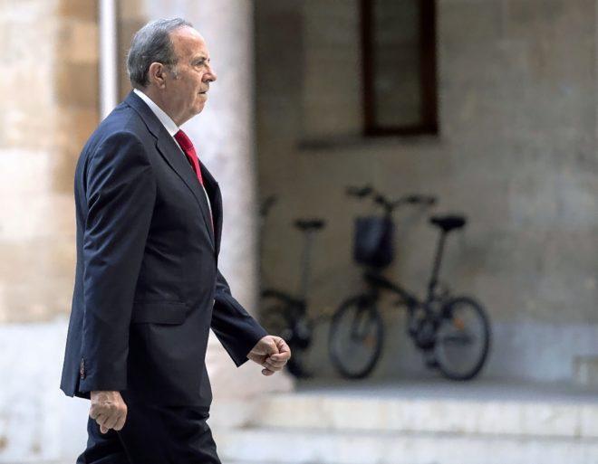 El exconseller de Interior, José María Rodríguez, en el patio de la Audiencia Provincial de Palma.