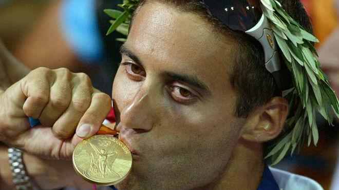 Friedman, en el podio de los Juegos de Atenas 2004, con su medalla de oro en windsurf.