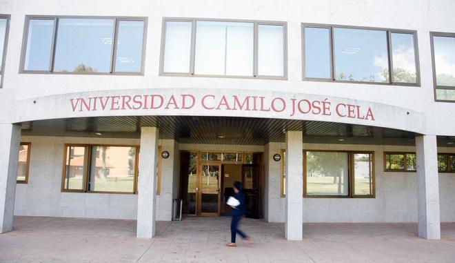 Biblioteca del campus de la Universidad Camilo José Cela, en Villanueva de la Cañada (Madrid), en la que está la tesis de Pedro Sánchez.