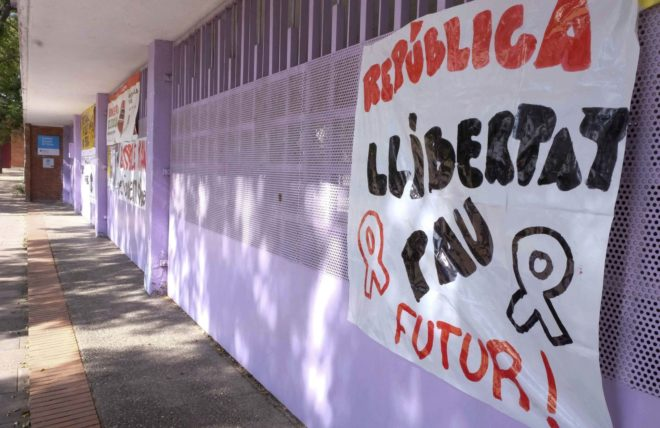 Pancarta a favor de la independencia de Cataluña en un colegio de...