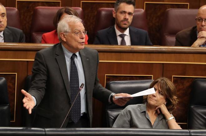 El ministro de Exteriores Josep Borrell, contesta una pregunta en la sesión de control en el Congreso.