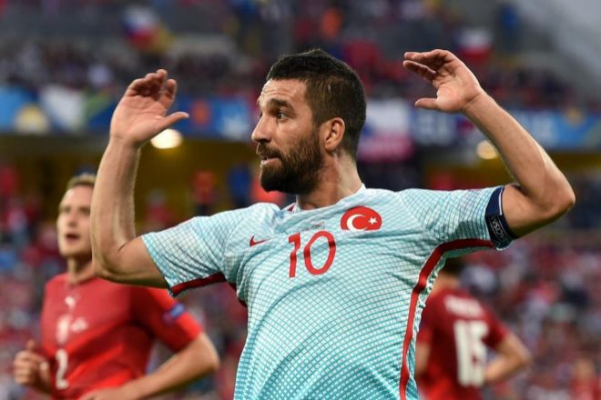 Arda Turan con la camiseta de Turquía en la Eurocopa de 2016