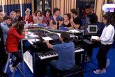 Los concursantes de 'OT 2018' ensayando con Manu Guix el himno que han...