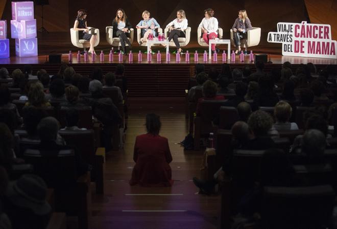 De izquierda a derecha: las doctoras Isabel Calvo, Silvia Pérez, Ana Lluch del Hospital Clínico de Valencia, María Fdz. Cheregini, Gloria Ortega, y Natalia Carballo de MD Anderson Center de Madrid