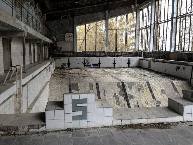 Piscina abandonada en Pripiat, población próxima a Chernóbil.