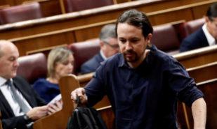Pablo Iglesias, líder de Podemos, poco antes del inicio del pleno en...