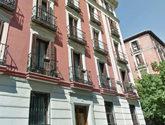 Edificio de la calle Orellana 8, de Madrid, donde estaba domiciliada...