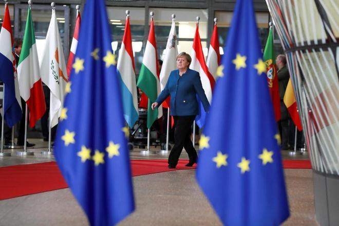 La canciller alemana, Angela Merkel, llega a una cumbre del Consejo...