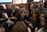 La ex ministra de Agricultura, Isabel García Tejerina, atiende a la...
