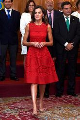 Carolina Herrera ha elegido un vestido rojo de Carolina Herrera que ha...