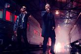 Ozuna y Luis Fonsi cantando en el videoclip de su nuevo single,...