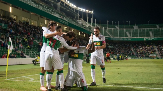 Los jugadores celebran uno de los goles del partido