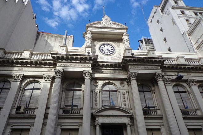 Fachada del edificio del Banco Central de Argentina, en Buenos Aires.