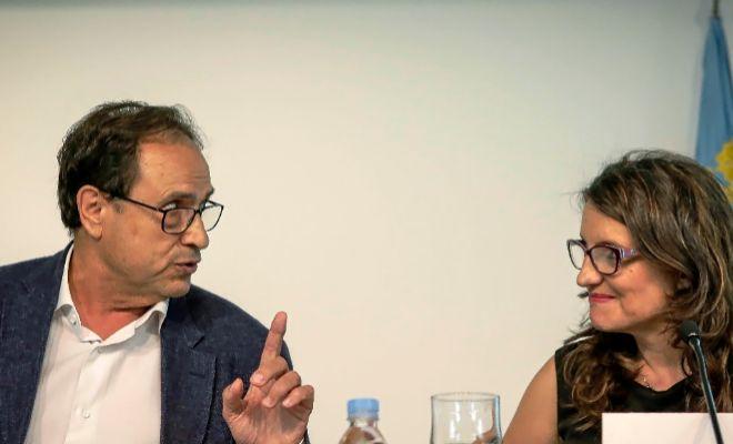El conseller de Hacienda, Vicent Soler, y la vicepresidenta Mónica Oltra, en una rueda de prensa.