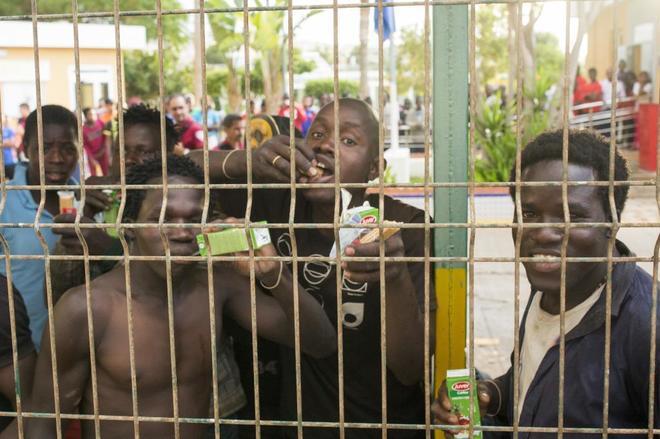 Decenas de inmigrantes llegan a Melilla en un nuevo salto a la valla