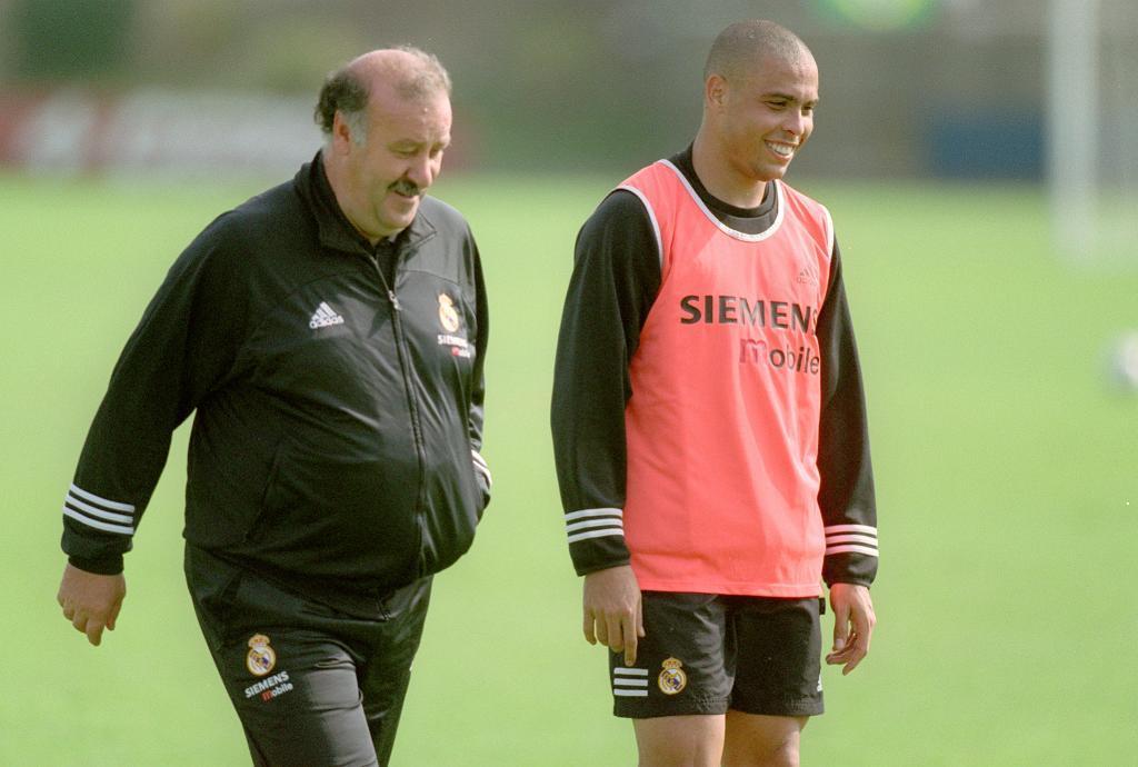 <strong>Vicente del Bosque (1999-2003)</strong>. Florentino Pérez llegó a la presidencia del Real Madrid tras ganar las elecciones en el verano de 2000 y decidió mantener al frente del equipo a Vicente Del Bosque, que acababa de ganar la Champions en París, tras golear en la final al Valencia (3-0).