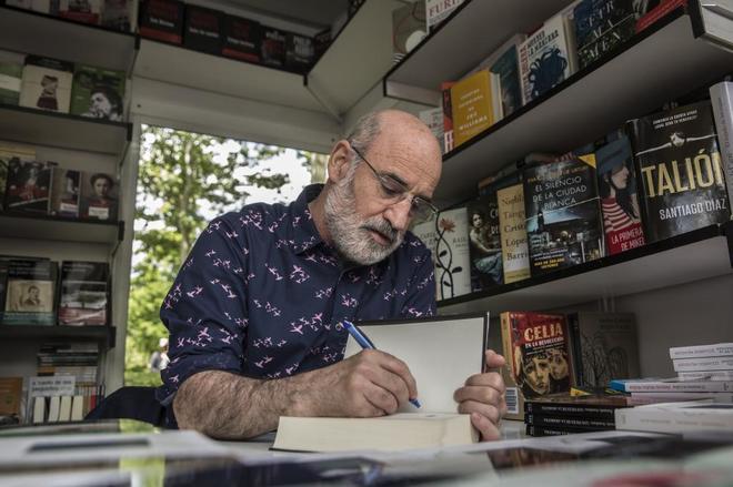 El escritor Fernando Aramburu, en la Feria del Libro de Madrid.