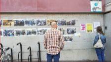 Imágenes de cargas policiales durante la consulta del 1-O pegadas en...