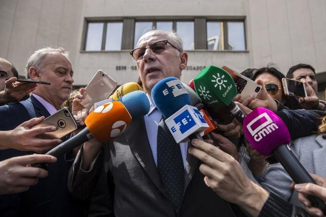 El ex presidente de Bankia, Rodrigo Rato, a su salida de los tribunales de Plaza de Castilla.