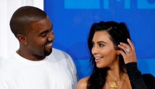 Kim Kardashian y Kanye West en la gala de los premios MTV.