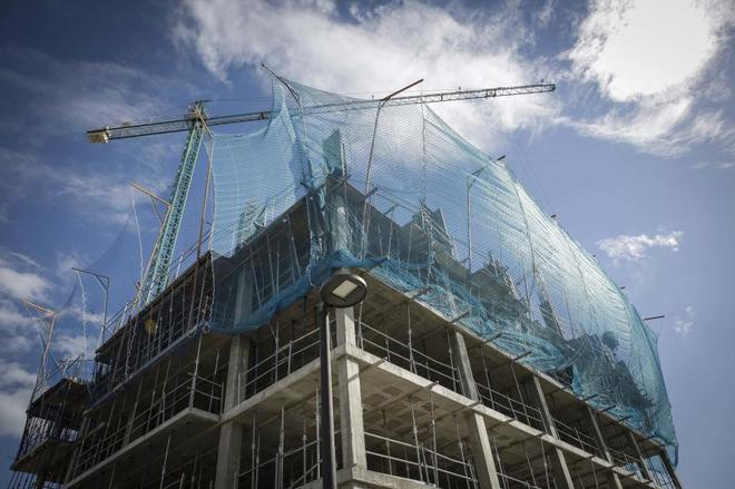 Obras para la construcción de un edificio en Valencia.