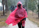 Peregrinos realizando el tramo final del Camino Francés en el Monte...