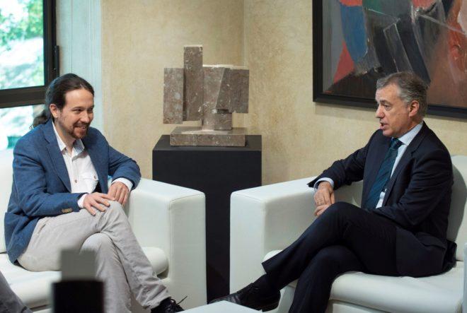 El secretario general de Podemos, Pablo Iglesias, reunido con el...