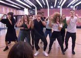 Los concursantes de OT 2018 durante el ensayo de la canción grupal...