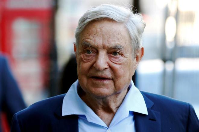 El financiero estadounidense George Soros a su lelgada al Open Russia...