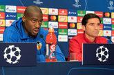 El entrenador del Valencia CF Marcelino García Toral (dcha) y el...